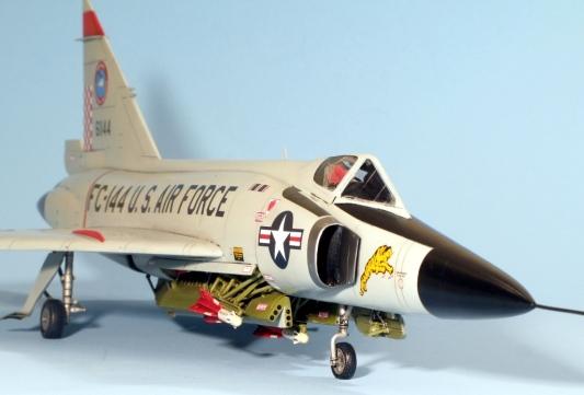 F102A_005