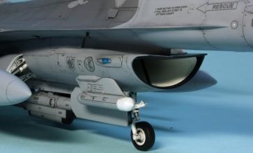 F16CJ_004