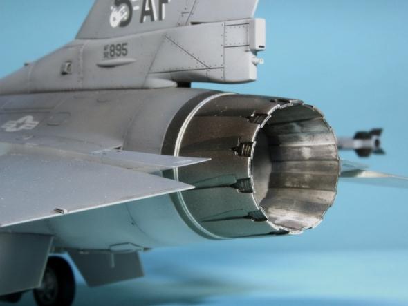 F16CJ_007