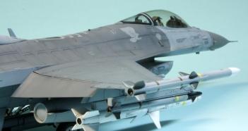 F16CJ_017