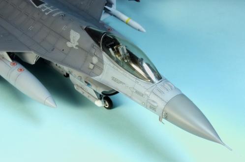 F16CJ_055