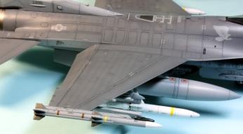 F16CJ_058