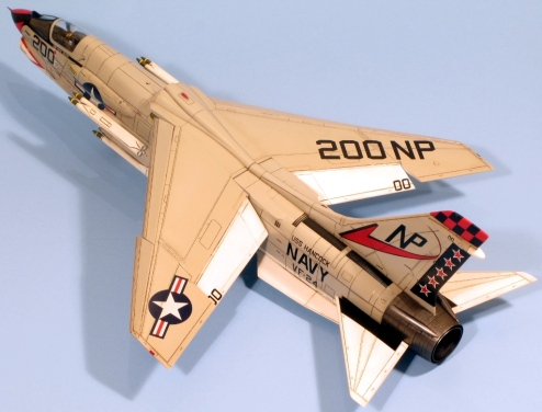 F8J_001